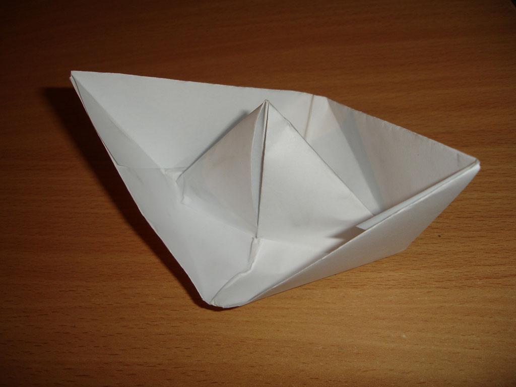 Как сделать корабль из бумаги?